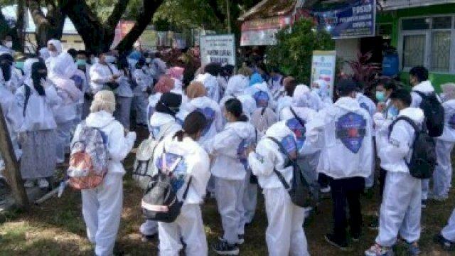 Satgas Detektor Makassar Recover yang bekerja untuk mendeteksi dini gejala covid-19 di masyarakat akar rumput. (Ist).