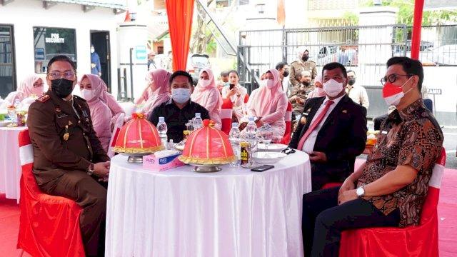 Bupati Bulukumba H. A. Muchtar Ali Yusuf menghadiri acara ramah tamah serta syukuran dalam rangka memperingati Hari Bhakti Adhyaksa ke-61 dan HUT Ikatan Adhyaksa Dharmakarini ke-21 di Kantor Kejaksaan Negeri Bulukumba, kamis (22/7/2021)