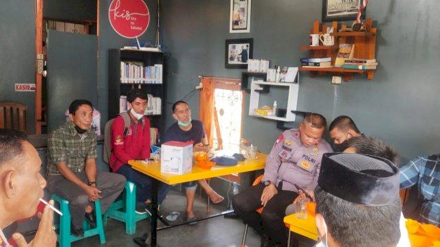 Komandan Batalyon ( Danyon ) C Pelopor Satbrimob Polda Sulsel Kompol Nur Ichsan, S.Sos menggelar silaturrahmi dengan sejumlah jurnalis Bone Sulawesi Selatan.