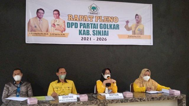Saat Andi Kartini memimpin rapat pleno DPD II Golkar Sinjai, Selasa (7/9).