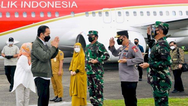 Danlantamal VI Makassar Turut Sambut Kedatangan Presiden RI Kunker di Sulsel