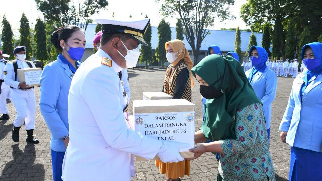 Semangat Jalesveva Jayamahe, TNI AL Laksanakan Vaksinasi dan Baksos Kepada Masyarakat Maritim Makassar