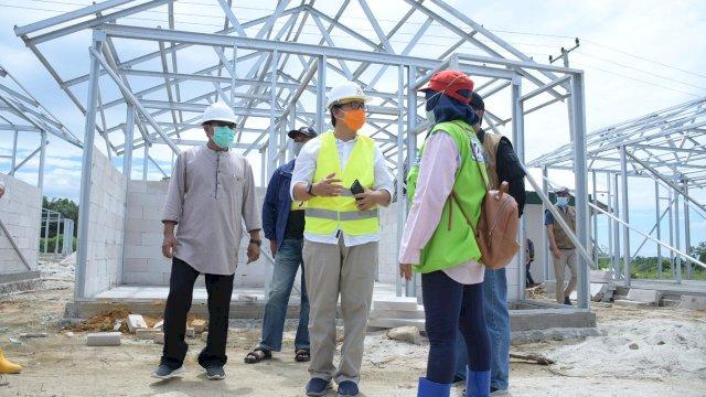 Proses pengerjaan hunian tetap (huntap) bagi warga terdampak banjir bandang Luwu Utara terus dilakukan. Salah satunya yang terletak di Desa Radda Kecamatan Baebunta.