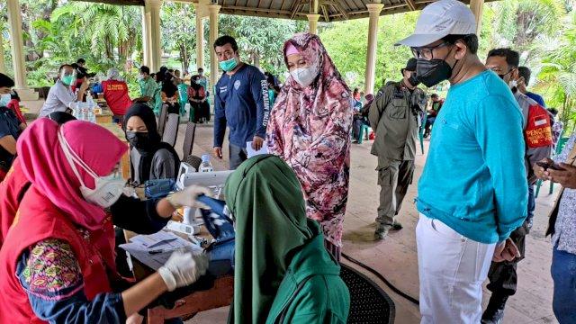 Partai Gelora Makassar menggelar kegiatan Gebyar Vaksin Gelora Indonesia. Kegiatan ini merupakan Vaksinasi Gratis untuk masyarakat Kota Makassar. Gebyar Vaksin Gelora ini diinisiasi pengurus dalam rangka memutus rantai penyebaran virus corona.