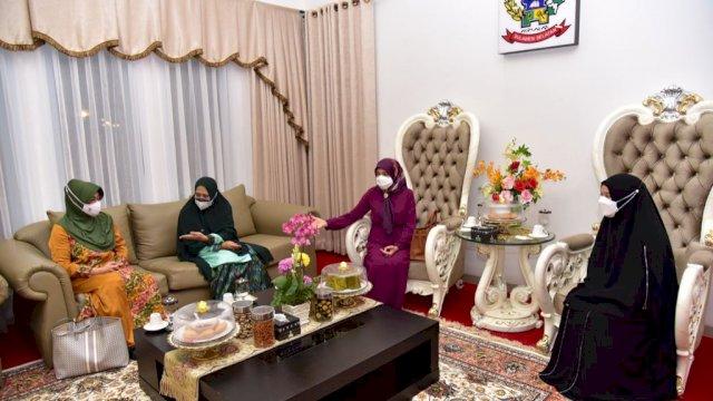 Plt Ketua PKK Sulsel Dikunjungi Istri Menpora dan Istri Bupati Wajo