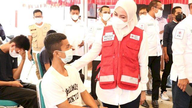 Bupati Luwu Utara Indah Putri Indriani melaunching Serbuan Vaksin Pemuda (Jumat, 17/09/2021) di Markas PMI Luwu Utara.