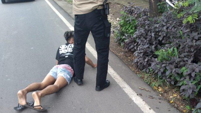 Saat Walpri Wakapolda Sulsel menangkap pelaku pembunuhan di Jalan Batara Bira, Makasaar, Senin (6/9).