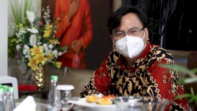 Anggota Dewan Pengawas BPJS Kesehatan, Siruaya Utamawan di kediaman pribadinya jalan Amirullah. No.18 Makassar. Kamis (16/9/2021).