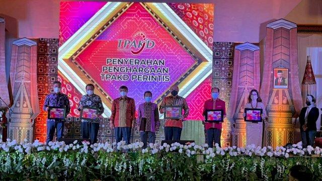 Pemkot Makassar Raih Penghargaan TPKAD Award 2021