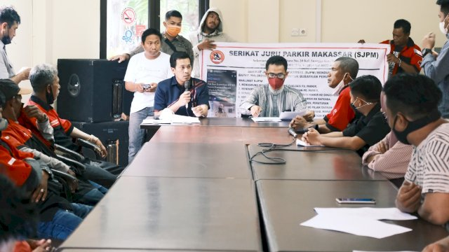 Wakil Ketua DPRD Makassar Nurhaldin menerima aspirasi Serikat Jukir Makassar.
